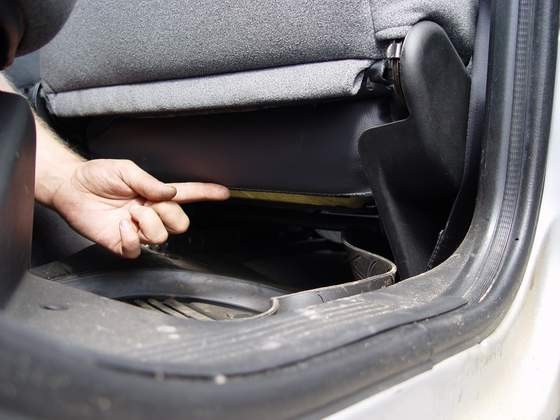 Устранения скрипа пассажирского сиденья.