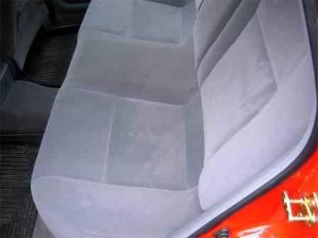 Снятие подушки заднего сидения в хэтчбеке Chevrolet Lacetti