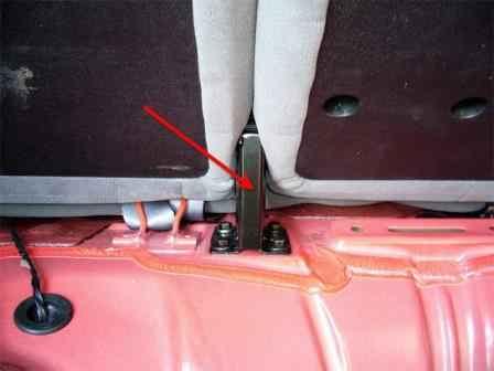 Chevrolet Lacetti. Снятие задних сидений в хэтчбеке